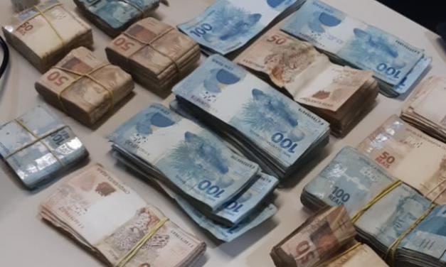 Ex-prefeito de cidade no RJ é preso em flagrante com R$ 130 mil enterrados em sítio