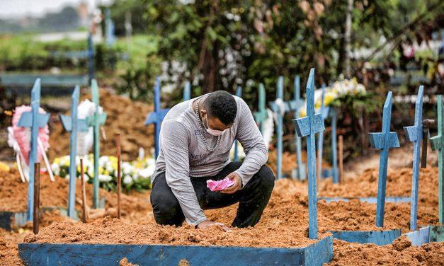 Com 3.668 mortes por Covid em 24 horas, Brasil volta a bater pior marca da pandemia