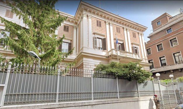 Agência de inteligência da Itália flagra capitão da Marinha vendendo documentos a russos e expulsa diplomatas do país