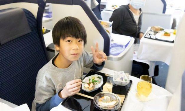 Jantar em primeira classe em avião parado por R$ 3 mil faz sucesso no Japão