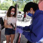 Parques de diversão da Califórnia reabrem após quase 1 ano fechados