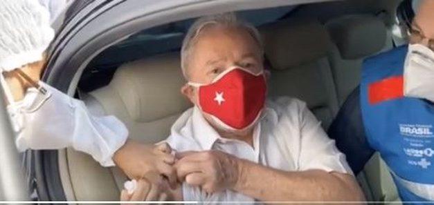 Ex-presidente Lula toma 2ª dose da vacina contra o coronavírus em São Bernardo do Campo