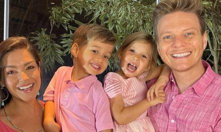 """Thaís Fersoza surge ao lado da família em frente a belo arco-íris: """"Muito amor…"""""""