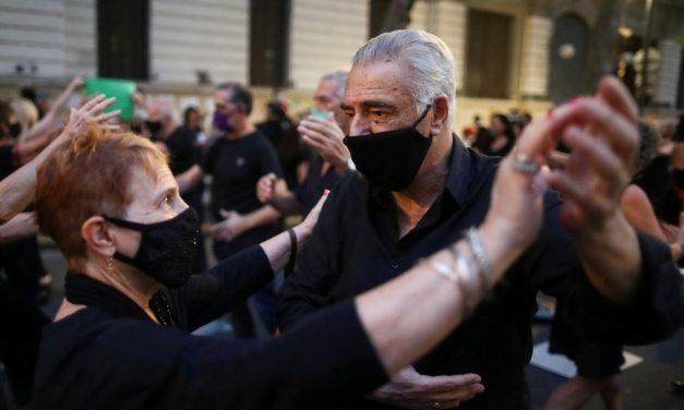 Argentina tem recorde de casos de Covid e planeja toque de recolher