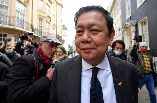 Aliados de militares de Mianmar dão golpe em embaixada do Reino Unido e trancam embaixador do lado de fora
