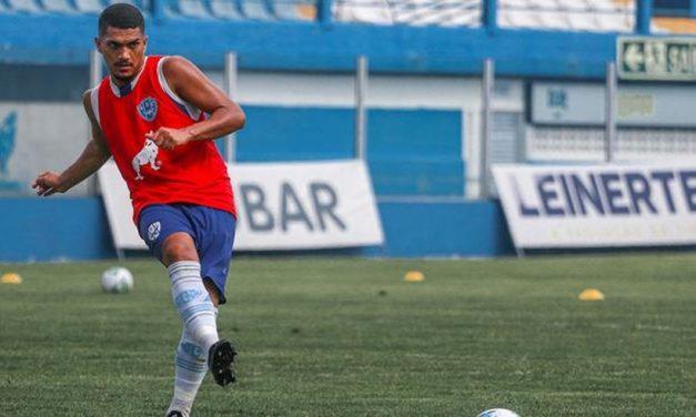 Paysandu anuncia saída de volante e contrato com goleiro