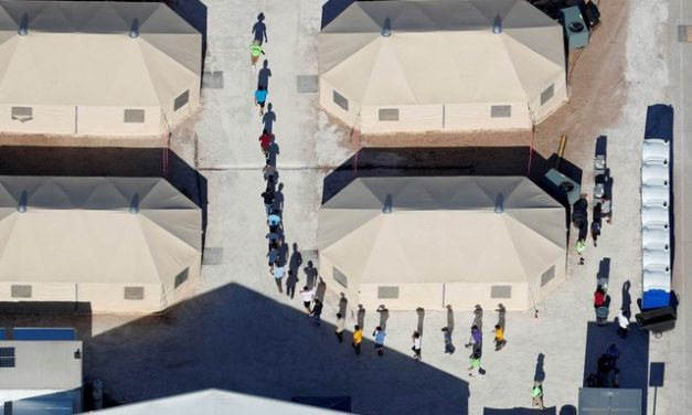 Pais de 445 crianças separadas na fronteira dos EUA ainda não foram localizados