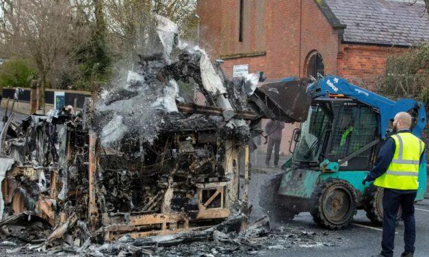 Parlamento da Irlanda do Norte se reúne em caráter de urgência após vários dias de violência