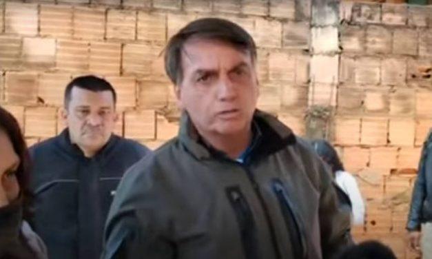 Bolsonaro chama Doria de 'patife' por restrições; governador responde