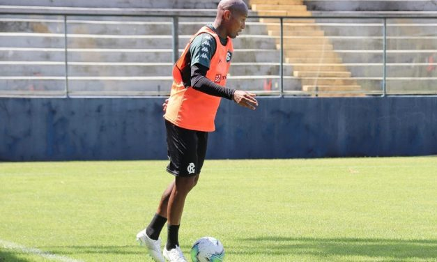 Atacante volta a treinar com bola, e Wellington reforça importância de avanço na Copa do Brasil
