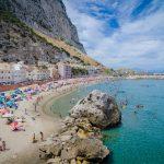"""Vacinação em larga escala transforma Gibraltar em """"oásis"""" na Europa"""
