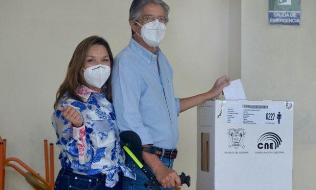 Conservador, Guillermo Lasso é eleito presidente do Equador