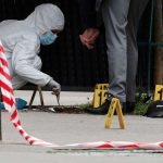 Atirador mata um homem e fere uma mulher diante de hospital de Paris