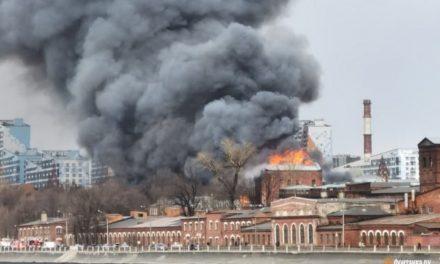 Incêndio gigantesco destrói fábrica histórica de São Petersburgo