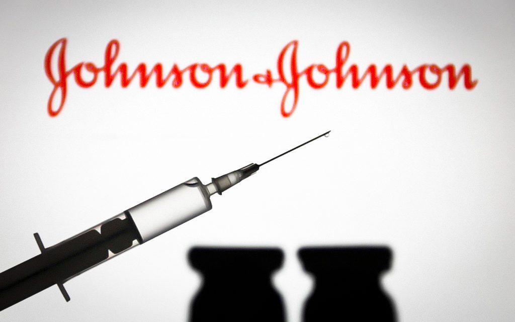 Agências dos EUA recomendam pausa na aplicação da vacina da Johnson após 6 casos de coágulos