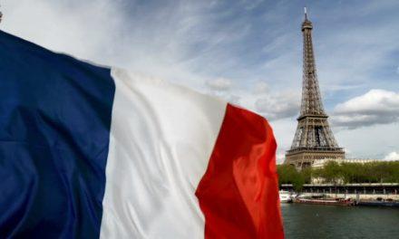 Secretário francês manifesta incerteza sobre retomada de viagens de turismo no verão europeu