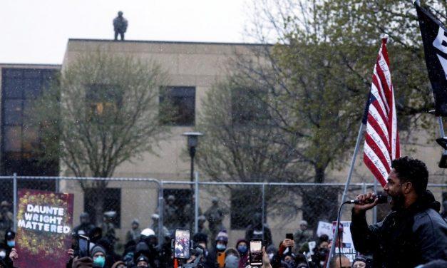 Manifestantes protestam pelo 3º dia nos EUA após morte de jovem negro em abordagem policial