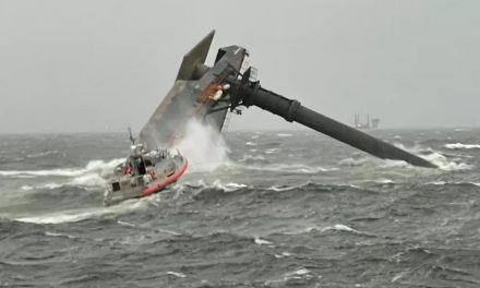 Navio naufraga com 18 tripulantes no Golfo do México; 6 foram resgatados