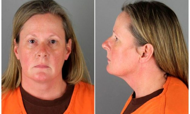 Policial acusada de homicídio culposo de Daunte Wright paga US$ 100 mil de fiança e sai da prisão