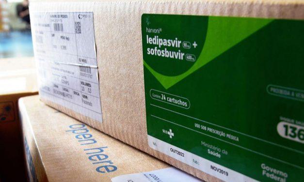 Covid-19: ministério começa a distribuir kits intubação para estados