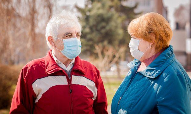 Israel vacina 68% da população e desobriga uso de máscaras