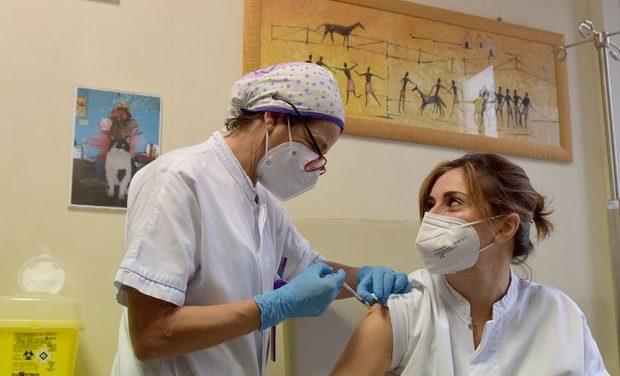 Itália vacina mais de 347 mil em um dia e bate seu recorde