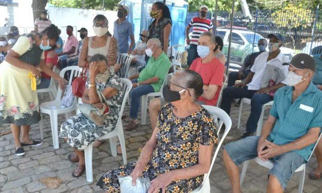 Após 3 meses, Brasil vacinou contra covid só um terço do grupo prioritário