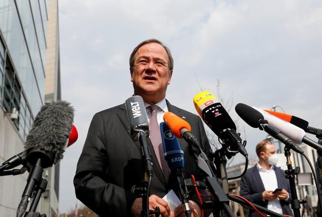Na Alemanha, partido de Angela Merkel escolhe Armin Laschet como candidato à sucessão