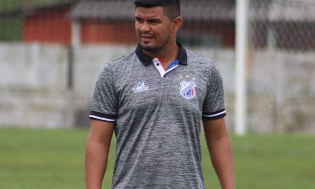Com dupla de zaga suspensa, técnico do Bragantino-PA busca peças de reposição no elenco