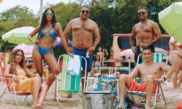 Anitta posa com a família nos bastidores de 'GIRL FROM RIO', no Piscinão de Ramos