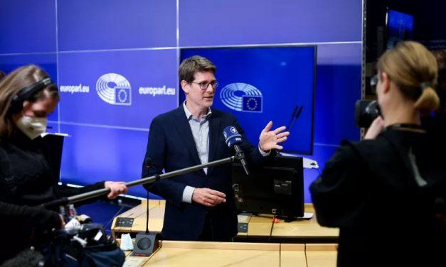 UE alcança acordo para redução de emissões de gases de pelo menos 55% até 2030