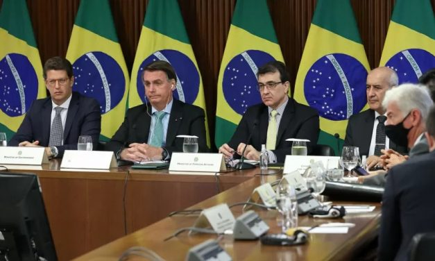 Cúpula do Clima: Bolsonaro mente sobre recursos e minimiza desmatamento