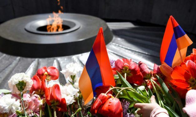 Em Yerevan, velas e flores para recordar o massacre dos armênios