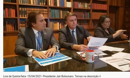 YouTube diz que vídeo em que Bolsonaro fala que se 'safou' tomando cloroquina não atingiu critérios para ser removido