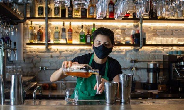 12 mil bares e restaurantes fecham na capital paulista durante pandemia, diz associação; delivery se consolida