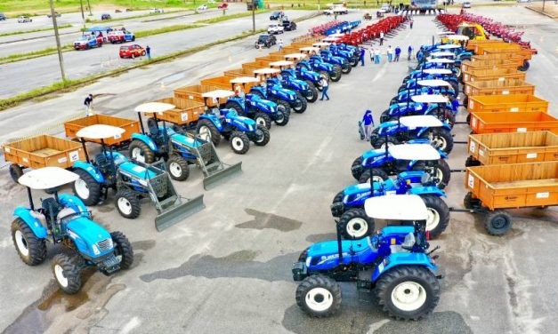 Governo entrega equipamentos rurais e autoriza obras portuárias no Marajó