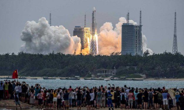 China lança primeiro módulo de sua futura estação espacial