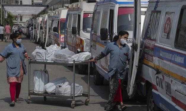 Índia registra 379 mil casos de Covid em 24 h e leva mundo a novo recorde diário de infectados