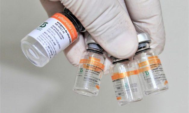 Doses da CoronaVac distribuídas pelo governo federal nesta quinta são de lote emergencial