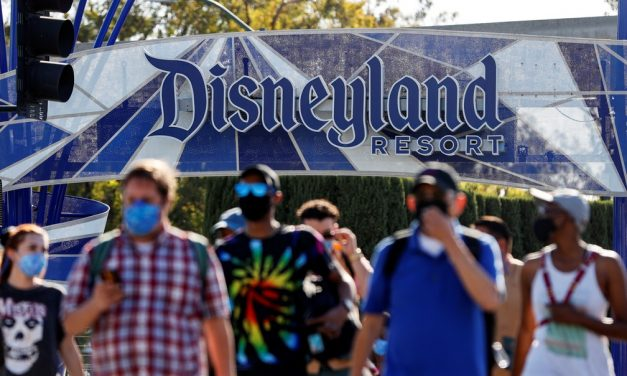 Disneylândia reabre na Califórnia com restrições e sem abraços no Mickey