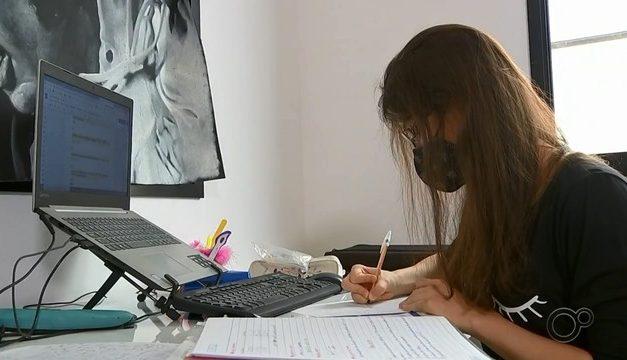 Estudante que fez 'homeschooling' e foi aprovada na USP entra na Justiça para tentar fazer matrícula