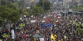 Colômbia tem madrugada marcada por protestos, e manifestantes falam em 'massacre'