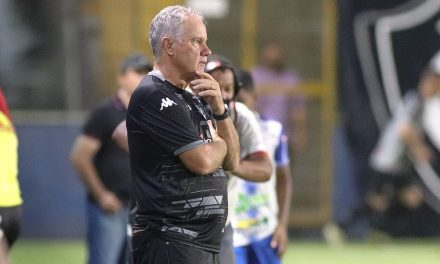 """Bonamigo destaca rodagem no elenco do Remo e exalta controle de jogo: """"Fomos eficientes"""""""