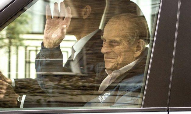 Atestado mostra que causa de morte de príncipe Philip foi velhice, diz jornal