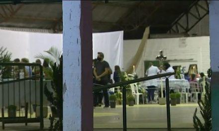 Velório de vítimas de atentado em creche de Saudades reúne amigos e familiares