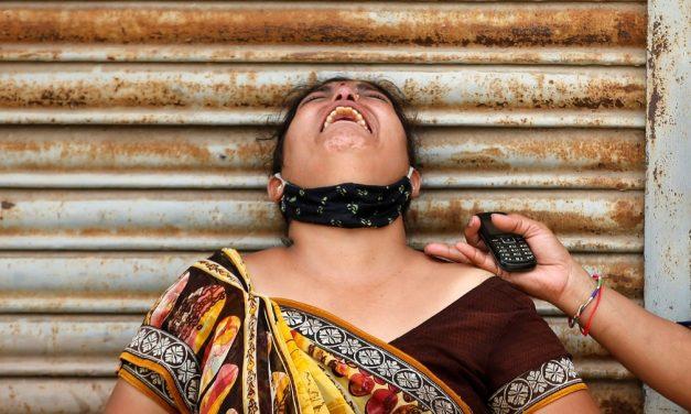 Índia ultrapassa 4 mil mortes em 24 horas e mais de 400 mil novos casos de Covid-19