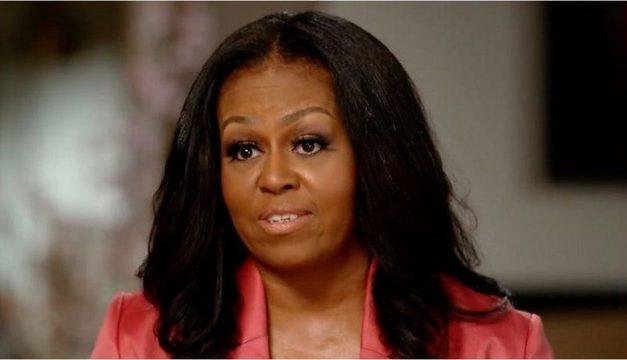 Pais negros vivem com medo por filhos, diz Michelle Obama