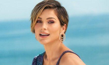 """Flávia Alessandra faz ensaio na varanda e fã comenta: """"Parece a Jennifer Lopez"""""""