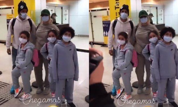 Após ida a Ucrânia, Dani Souza e Dentinho voltam ao Brasil