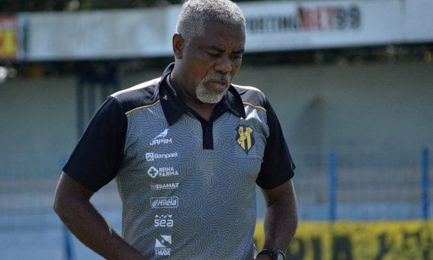 """Cacaio critica Modelão, analisa empate no jogo de ida e apelida atacante bicolor: """"Um poste"""""""